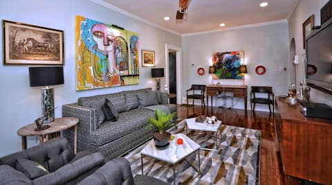 Luxe Condo in Best Neighborhood-Walk to Parks, Restaurants, Shops and Streetcar!