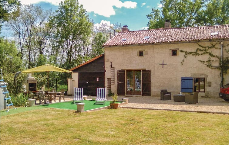 Holiday cottage with 3 bedrooms on 128m² in Usson du Poitou