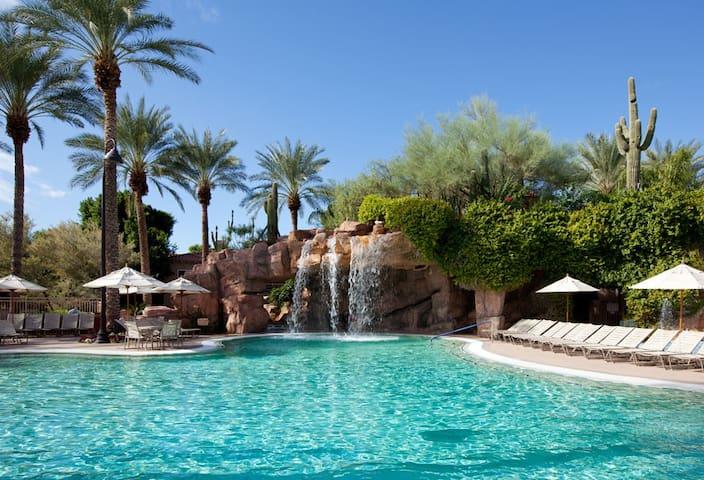 Scottsdale Resort Villa, Walk to Phoenix Open!