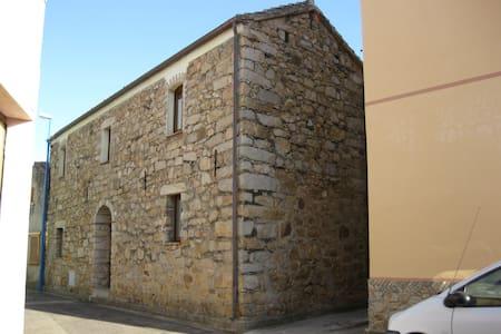Spaziosa e accogliente casa rustica - San Vito - Hus