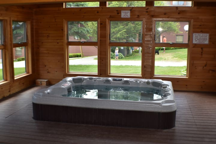 ski home trail creek34 2/2 hot tub king/queen beds