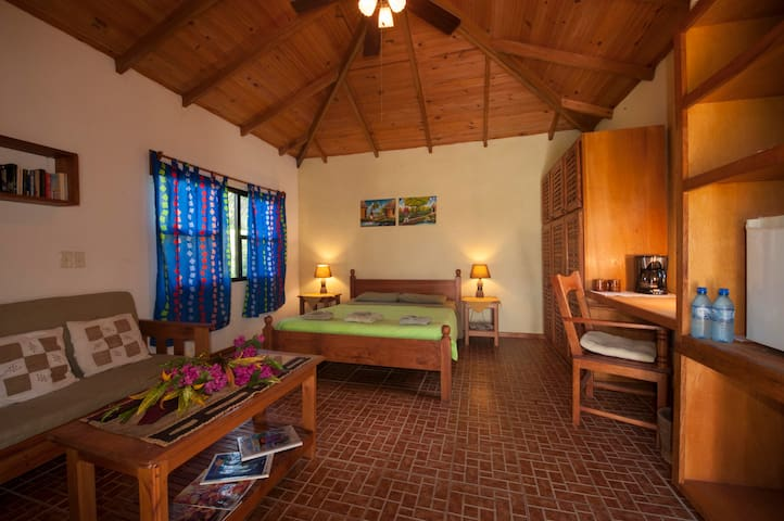 Nina's Place - Modern (see: Cozy, Mayan, Bungalow) - BLACKMAN EDDY - Bed & Breakfast