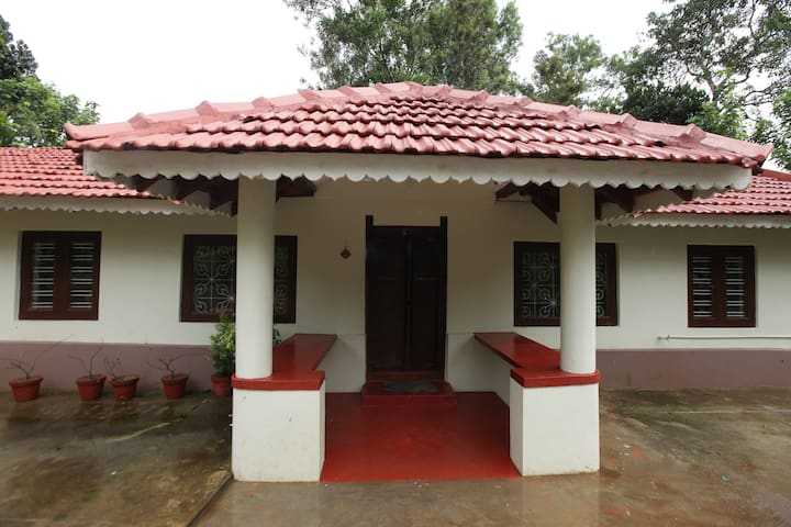 Enjoy an estate stay in Coorg with friends