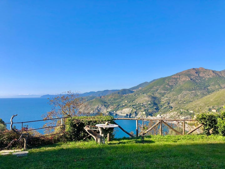 Ligurian seaview apartment - Levanto, 5 Terre
