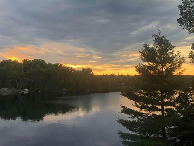 Beautiful Large waterfront cottage-Whitestone Lake