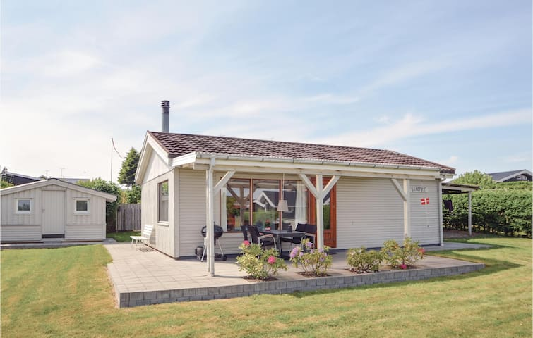 Holiday cottage with 2 bedrooms on 52m² in Hejls