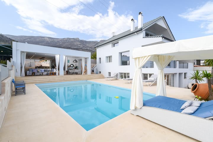 Luxurious Villa Malomar