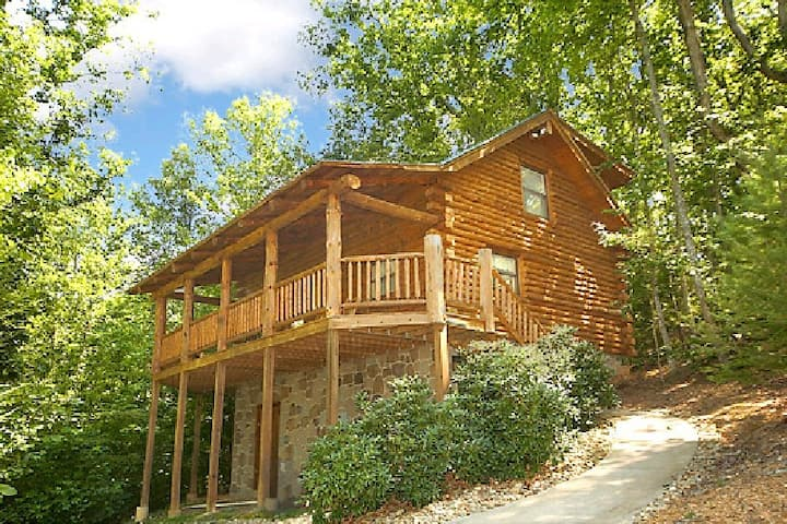 Mountain Honeymoon Cabin in Pigeon Forge TN 5