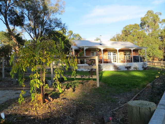 Yara Valley B & B/Farmstay - Yellingbo, Yarra Valley - Bed & Breakfast
