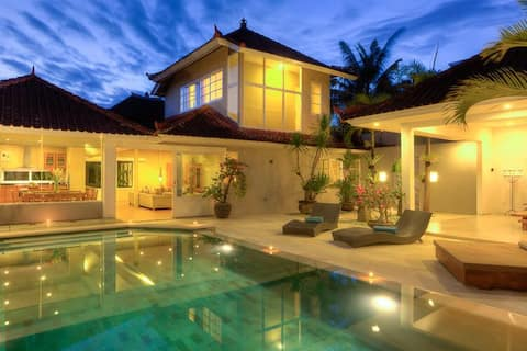 700m beach, 3 BEDR, POOL, JACUZZY, POOL TABLE !!
