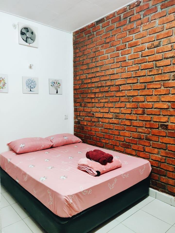 Scarlet Brick Cottage | FREE WiFi