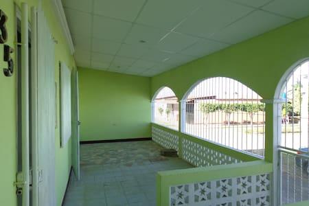 Casa ideal para persona retirada - Masaya - House