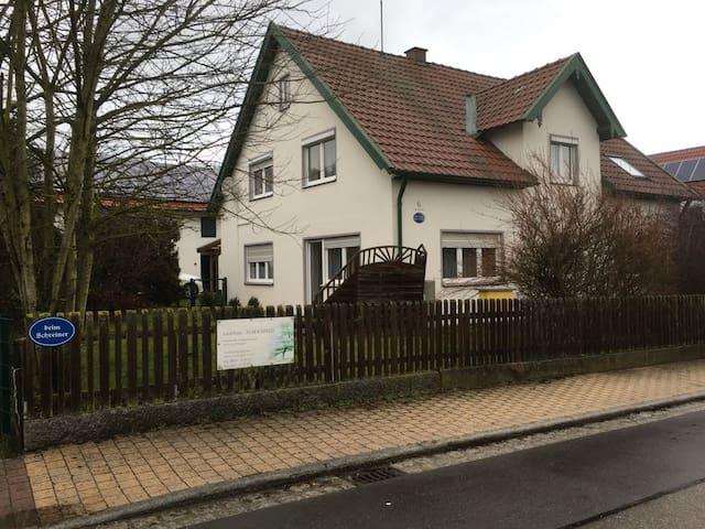 Ferienwohnung Gartenblick nahe München