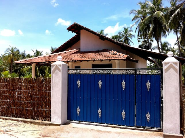3 Bedroom Guest House By The Beach2 - Kalpitiya - Maison
