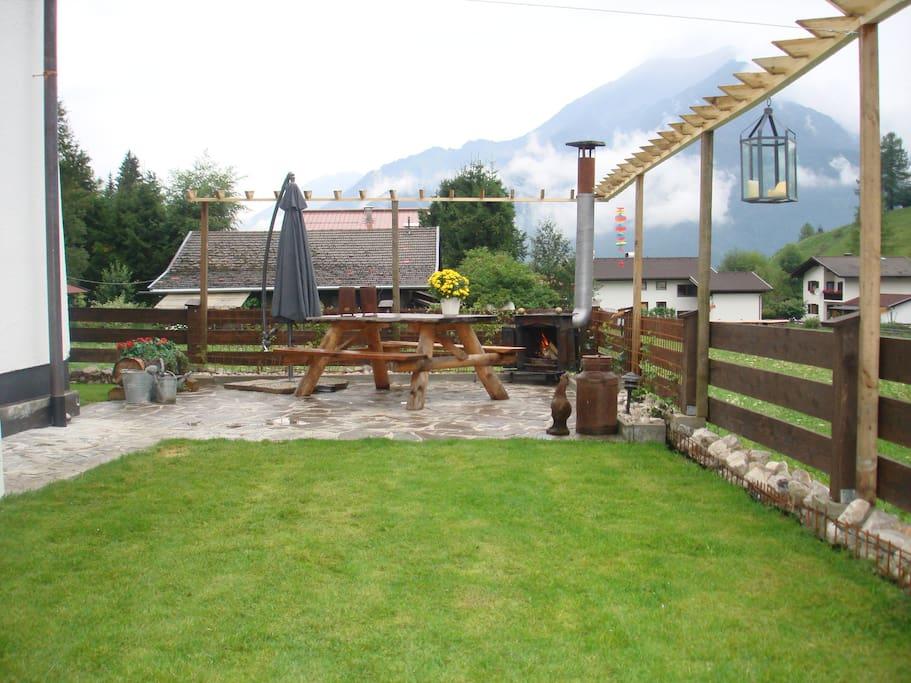 Omheinde tuin met vrij uitzicht