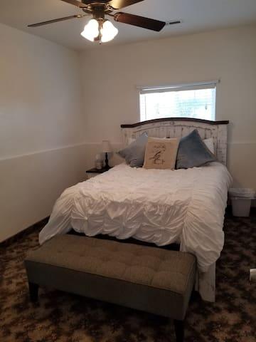 Zion's Blue Sage Bed & Breakfast White Sage Room