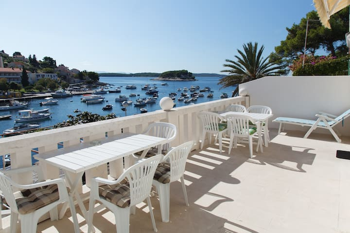 Hvar - apartment by the sea 2