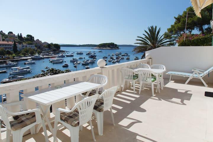 Hvar - apartment by the sea 2
