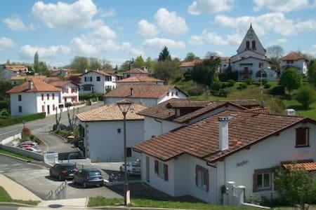 SUPER LOGEMENT ENTRE MER ET MONTAGN - Villefranque - Apartmen