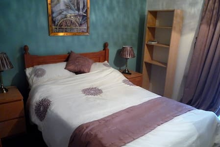 Double Room in Country Villa - Nailsea - Villa