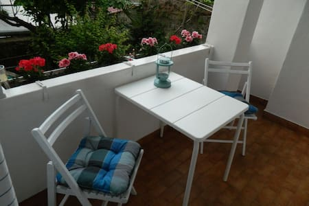 RELAXING TERRACE ABOVE THE GARDEN - Koper - Apartamento