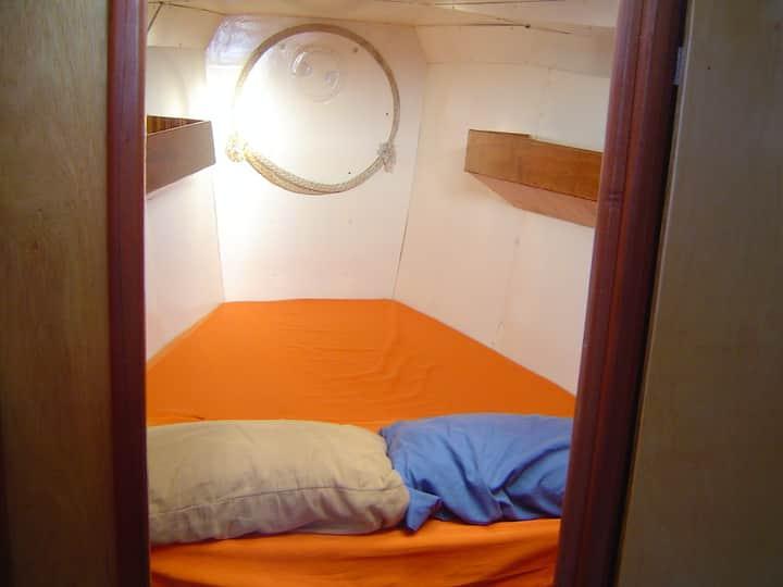 Grand cabine double de voilier