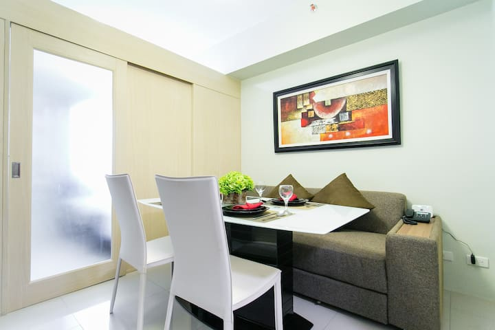 New & Cozy 1 BR Makati w/ Pool (C) - Makati City - Apartment