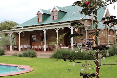 Shades of Africa Carriage House - Olive Grove - Oudtshoorn