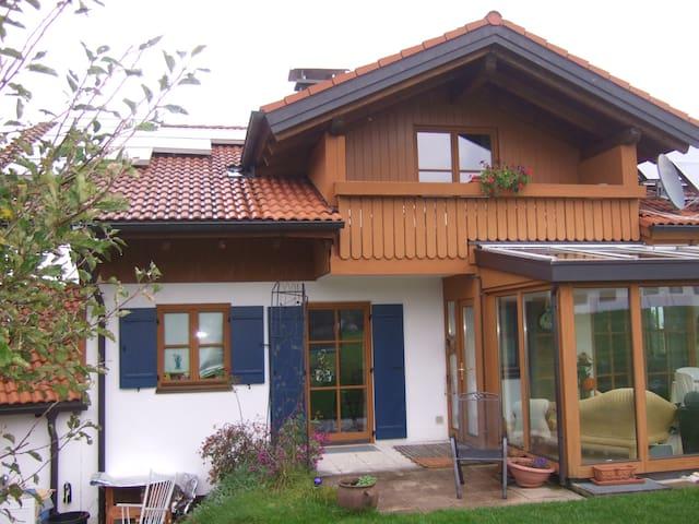 Ferienwhg., herrlicher Bergblick - Eisenberg - Appartement