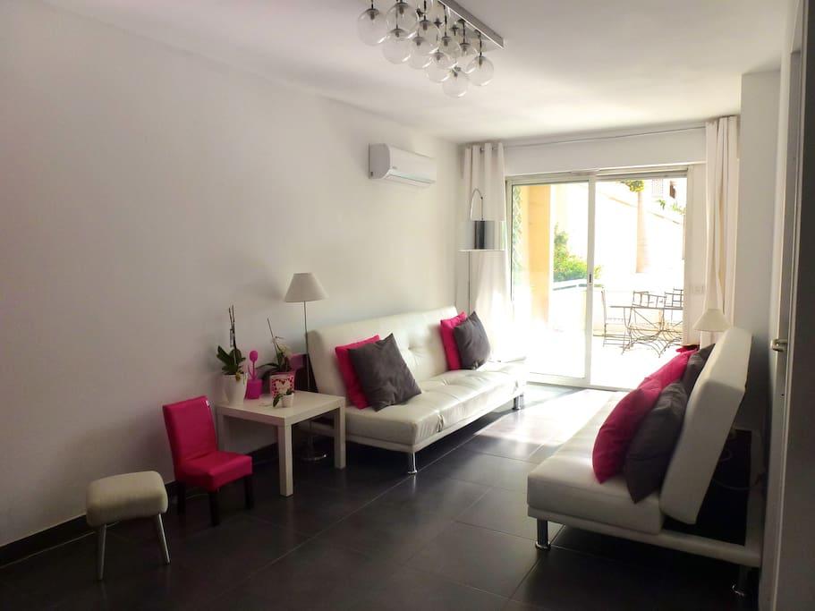Modern and delicate living room - Salon à la décoration moderne et raffinée
