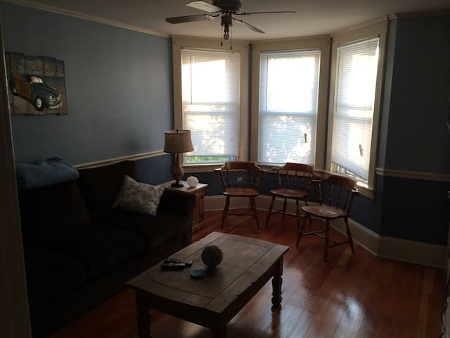 Great 3 BR - 2 Minutes from beach! - Narragansett - Lägenhet