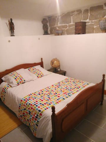 chambre pour deux avec un lit en 140 apartments for rent in pierre b nite auvergne rh ne. Black Bedroom Furniture Sets. Home Design Ideas