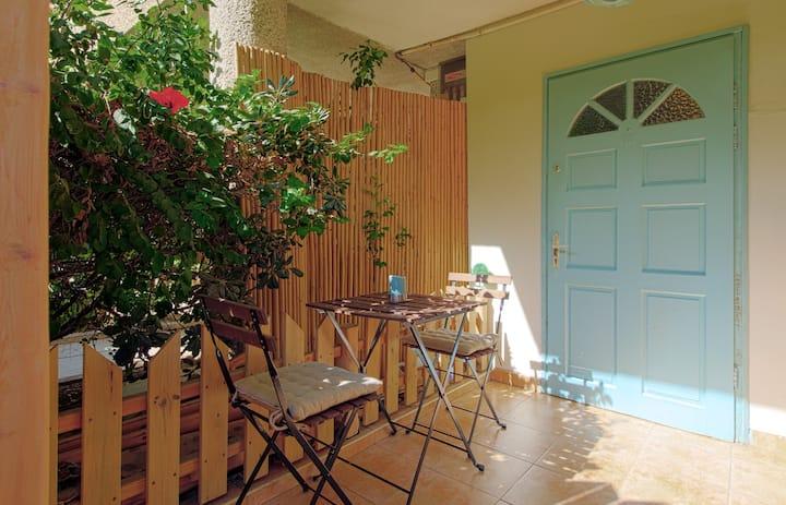 Full Home(Studio)+Yard! BenGurion Blvd Walk2Beach!