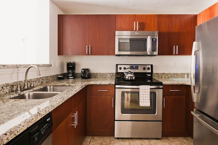 SHORT OR LONG TERM FURNISHED 1 BEDROOM IN MIAMI !