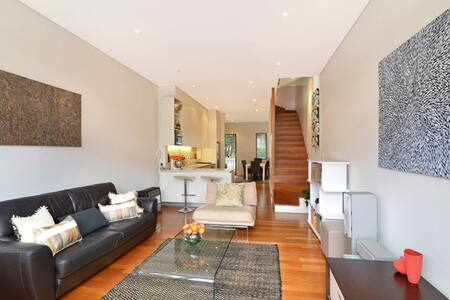 Sydney Quality Boutique + Ensuite - House