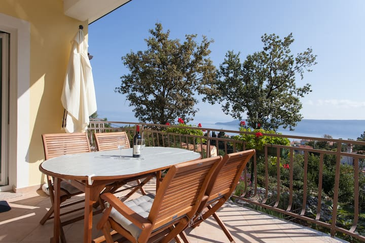 Apartment Sandra with sea view - Brseč - Apartamento