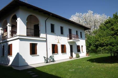 Casa storica con ampio giardino - Fanna
