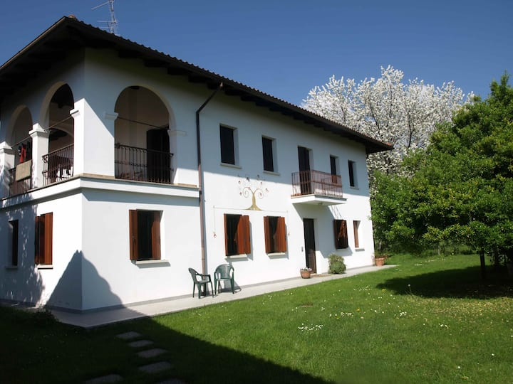 Casa storica con ampio giardino