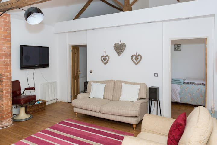 300 year old barn conversion - Ordsall - Hus