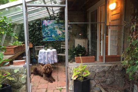 Gallery BnB - Lodging & local art
