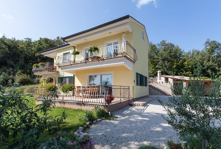 Apartment Sandra with balcony