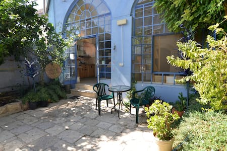 Artist Quarter Cozy Budget Studio - Safed