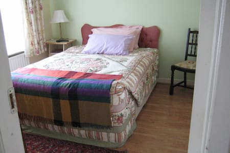 Bright comfortable room with breakfast - O'Briensbridge