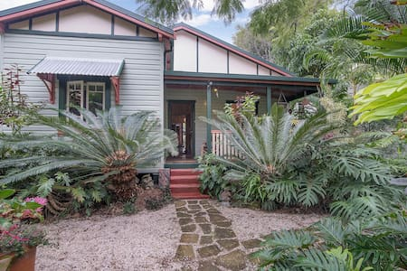 private room charming heritage home centralto town - Mullumbimby - Hus