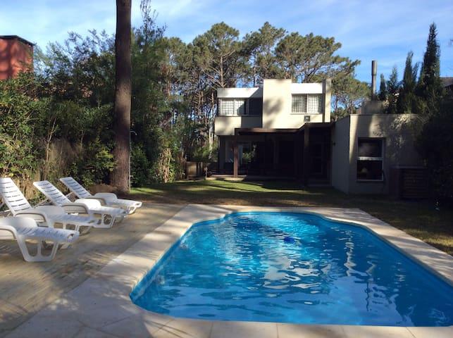 Casa minimalista 200 playa maisons louer la for Casa minimalista uruguay