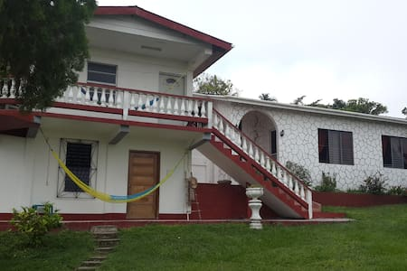 Live in a Belizean Home - Santa Elena - Hus
