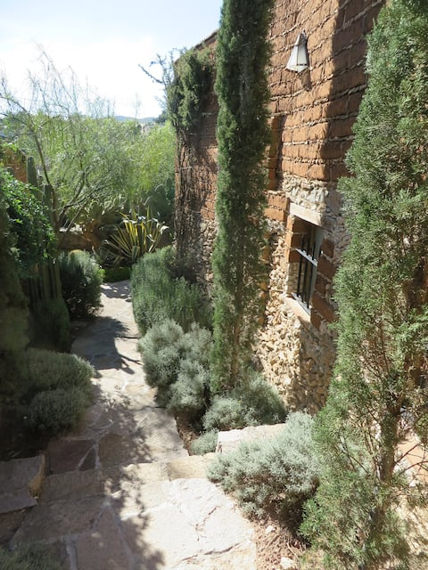 Charming Adobe Casita Right in the Heart of Pozos