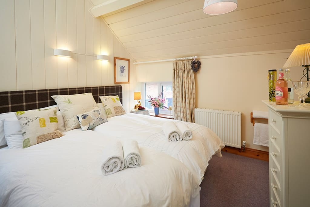 Twin or superking in Chess Cottage, self-catering or breakfast by arrangement, home from home but carefully thought out to make your stay cosy and practical, free wifi