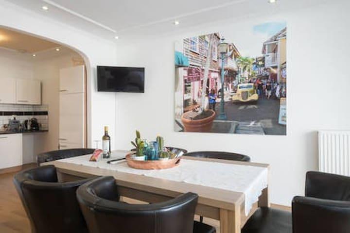"Beautiful apartment in ""The Brooklyn of Rotterdam"""