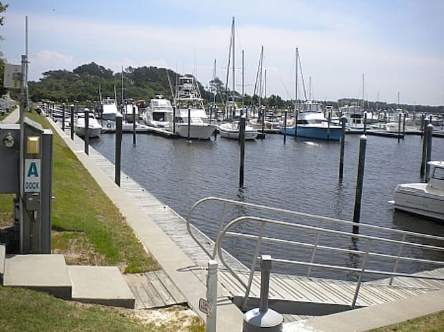Copy of 30' Boat Slip, Slip 6-South Harbour